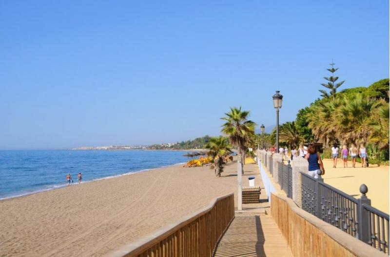 Элитные апартаменты на пляже в Марбелье