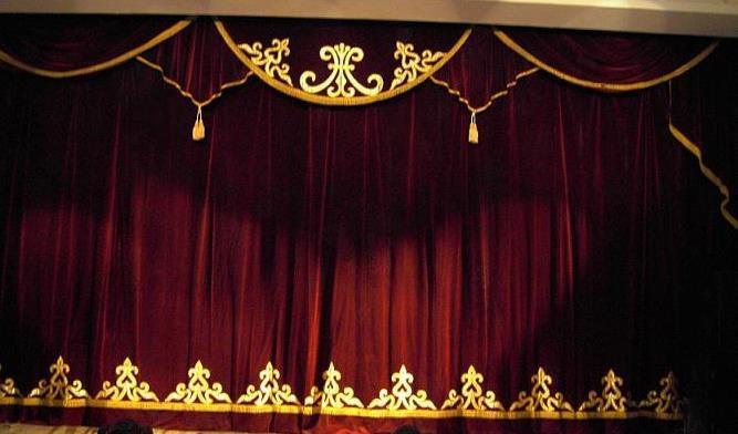 Пошив одежды сцены