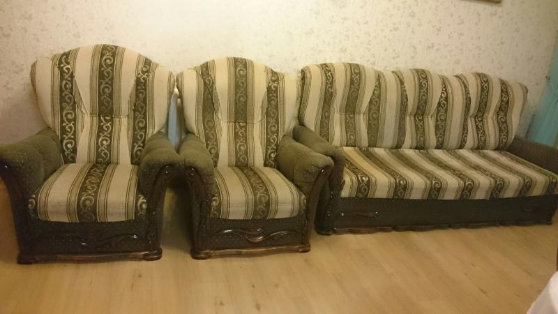 Раскладной диван и 2 кресла