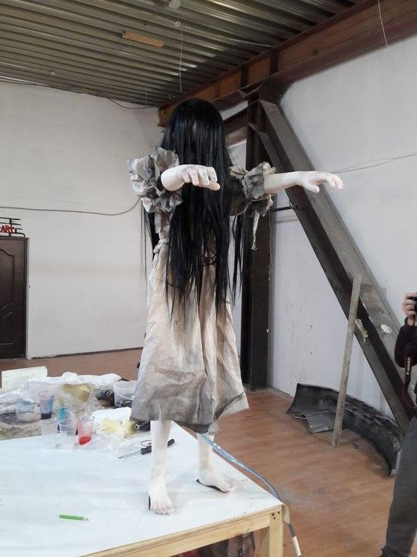 Механическая скульптура девочки