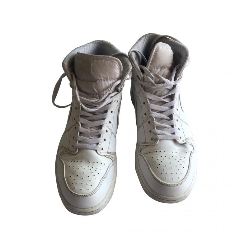 Белые высокие кроссовки Nike Air Jordan 1 Mid