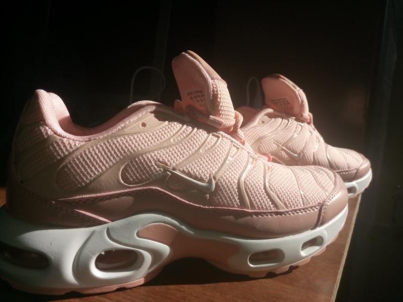 Кроссовки Nike персиковый, новые