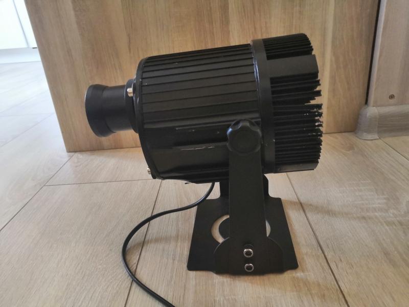 Гобо-проектор, реклама на асфальте
